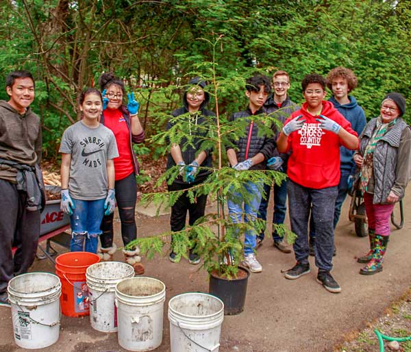 Photo of a community group participating in a Port of Seattle-sponsored tree planting event.
